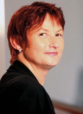 Sabine Bauer ,Chief Commercial Officer, Orange AustriaGelungener MarkenwechselWorauf sind Sie beruflich besonders stolz? Dass uns der Markenwechsel von ONE ... - bauer1