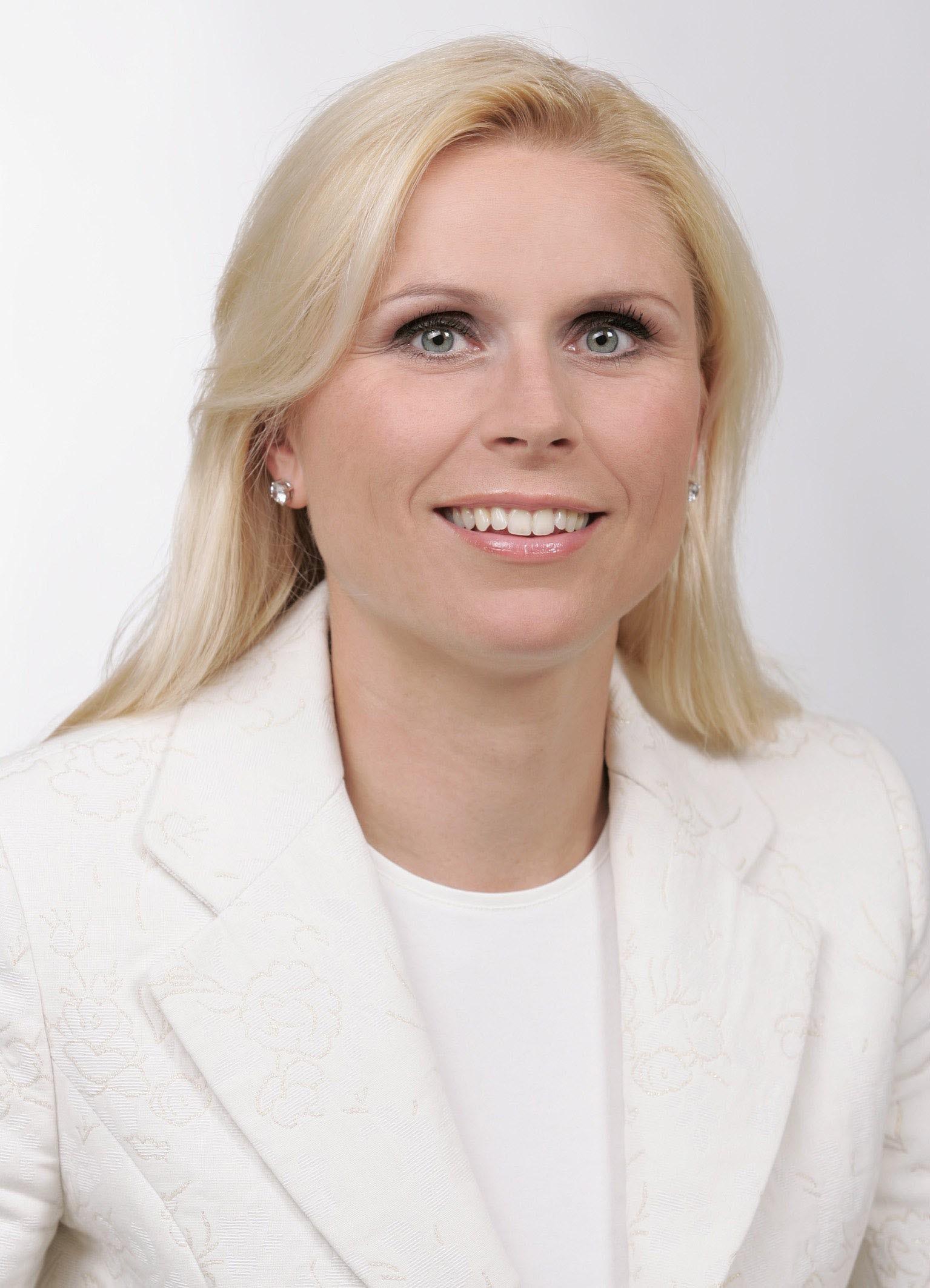 Corinna Tinkler ist bei REWE für die Unternehmenskommunikation zuständig, eine Stelle, die erst mit dem Eintritt der gebürtigen Kärntnerin in den Konzern ... - tinkler